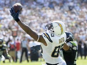 Chargers tight end Antonio Gates reaches for a score